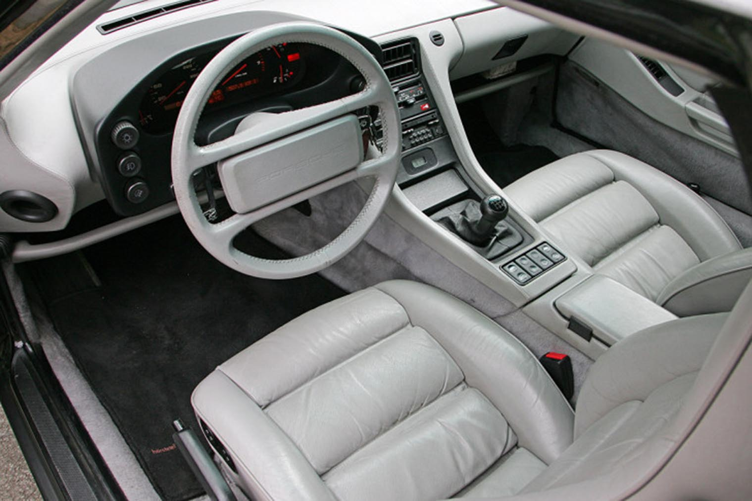 Porsche-928-GT_innen.jpg