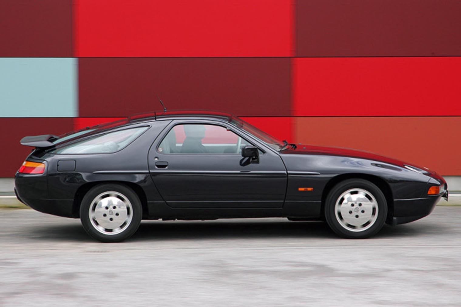 Porsche-928-GT_seite.jpg