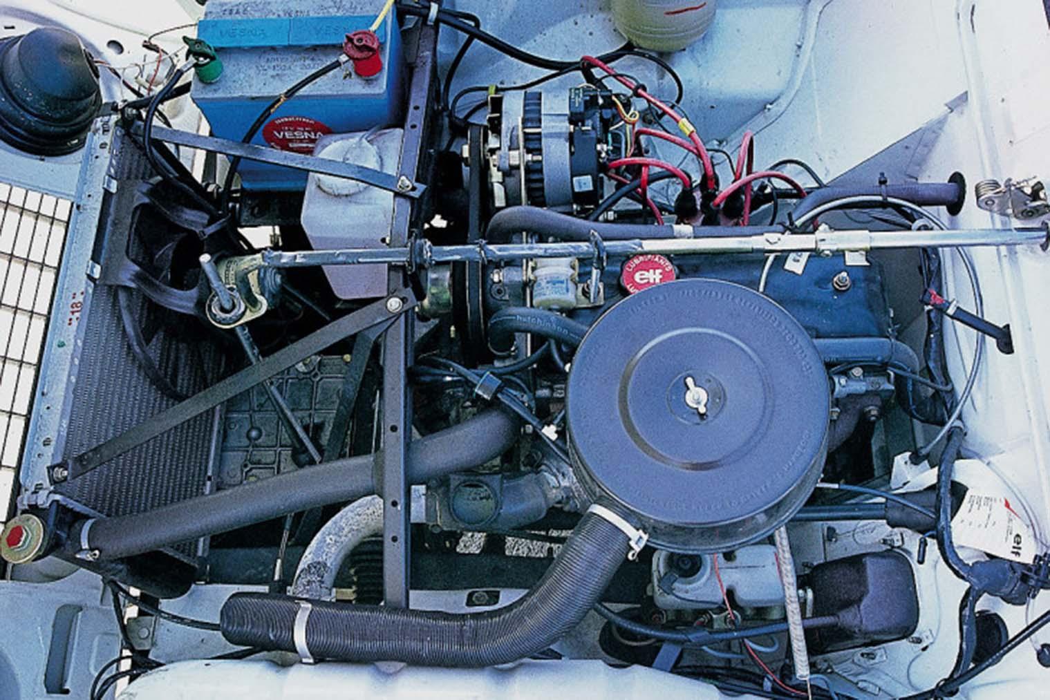 Renault-4-GTL-motor.jpg